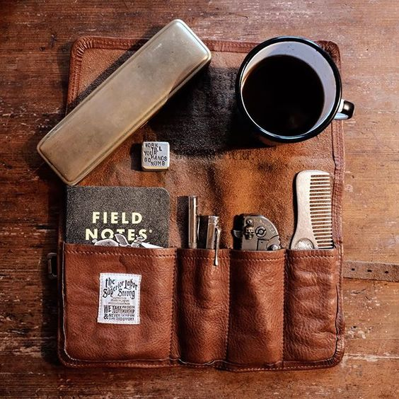 Hello monday... #edc #toolroll #penroll #fieldnotes #superiorlabor #leathercraft #patina #worrystone #brass #brasslove #midoribrass…