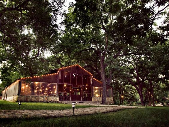 This looks like a fun place to have a party.      pecan-grove-9