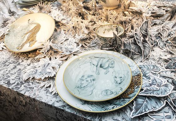 porcellane-hermes-allestimento-piatti-con-disegno-leone