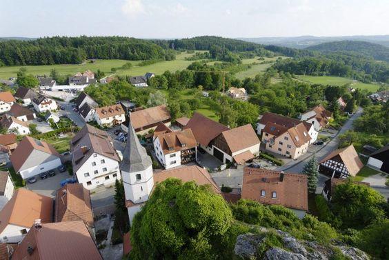 Blick vom Wichsenstein - einer der höchsten Erhebungen - auf den gleichnamigen Ort