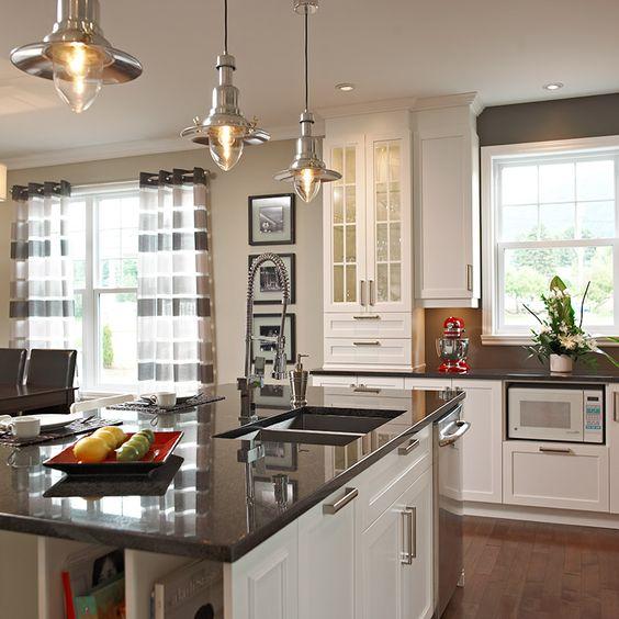 Ilot de cuisine avec comptoir de granit fonctionnel for Armoire cuisine design