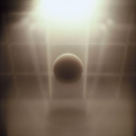 """Marinella Pirelli, expo.""""Meteora"""" work's from de early 1970's (...) Meteore è il titolo di una serie di opere """"tecnologiche"""" create da Marinella Pirelli all'inizio degli anni Settanta: dalle superfici trasparenti di grosse scatole, nelle quali una fonte di luce scorre su strati sovrapposti di metacrilato, emergono immagini simili a corpi celesti (...)"""