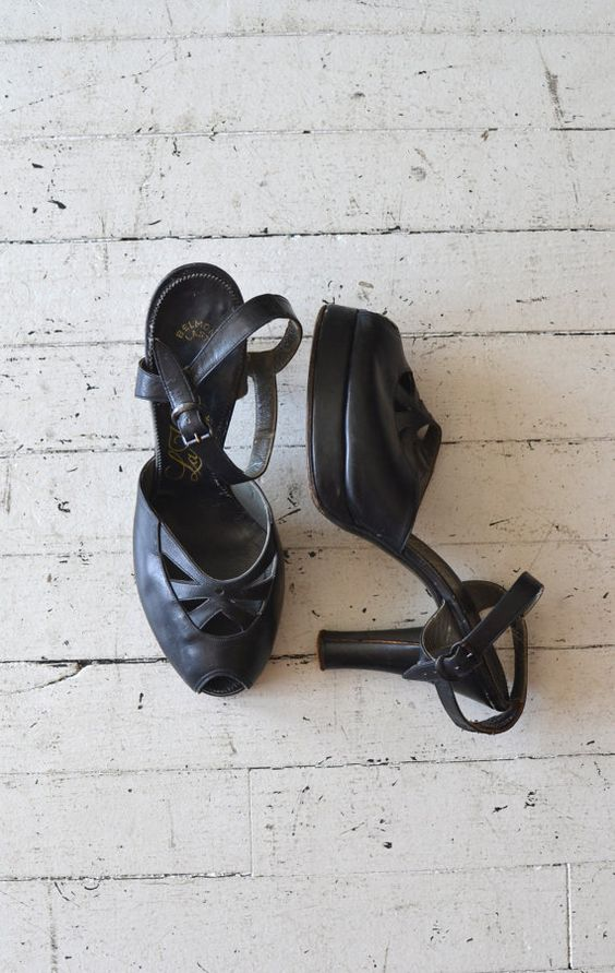 vintage 40s shoes / 1940s platform heels / La Valle platforms