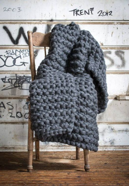 chunky wool blankets to buy or diy wolle stricken. Black Bedroom Furniture Sets. Home Design Ideas