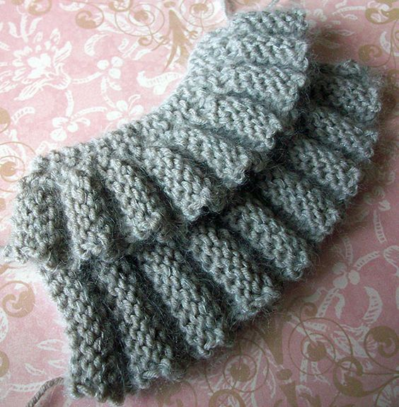 Creative Knitting Free Patterns : Row and Rows of Ruffles Tutorial - Creative Knitting BlogCreative Knitting Bl...