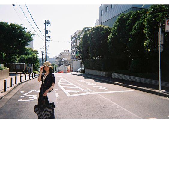 帽子をかぶる柴田杏花