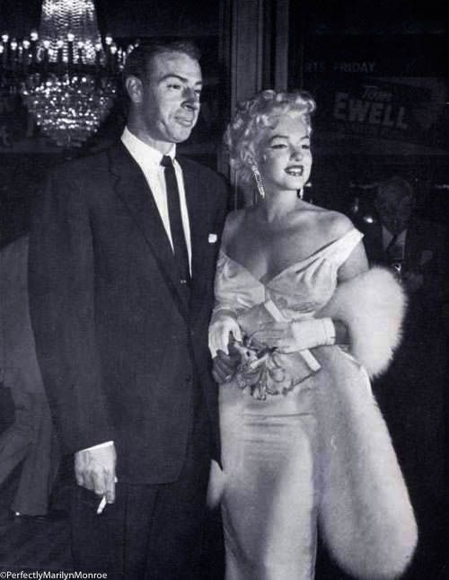 Marilyn and Joe at the premiere for The Seven Year Itch, 1954. # marilynmonroe #vintage #oldhollywood #oldhollywoodstars … | Actrice, Marilyn monroe, Marylin monroe