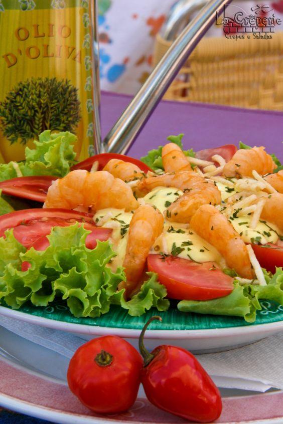 [Salada Trindade - Camarão, palmito, cenoura, batata, tomate, molho de mostarda e alface.]
