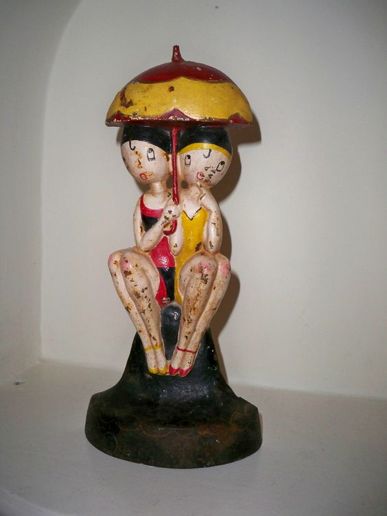 Vintage Art Deco Hubley Bathing Beauty Cast Iron Doorstop Umbrella Anne Fish