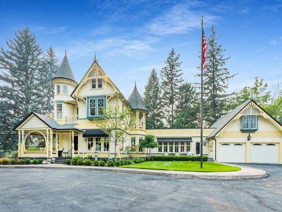 2215 Raymond Ave Missoula Mt 59802 Mls 21712504 Zillow Victorian Homes Missoula Montana Missoula