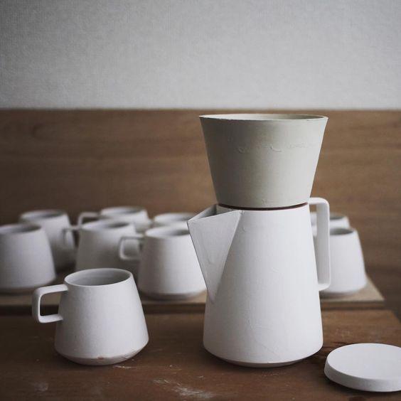 ドリッパーを。  外の角度はサーバーとなじむように  内側はハリオのフィルターに合わせて  60度になるように。  #coffee #coffeecup…