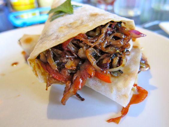 Burritos de cerdo con salsa roja ahumada #RYC #burritos #carne #cerdo #beef #delicioso #delicious