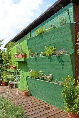 not crazy about the paint colour - might opt for the natural colour of the wood - but love the outdoor wall garden