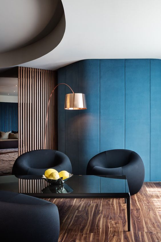 With the imposing structures stretching skywards with clean lines and wide slicks of glass, the interiors are decidedly warmer, though maintaining the urban edge established by the towers' façades