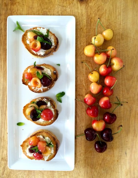 Cherry crostini with honey goat cheese #ombre