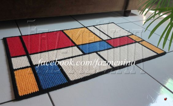 Neste trabalho juntei duas paixões, a paixão pelo crochê e pela arte, particularmente Mondrian. ...Tapete em crochê; barbante. ✿ www.facebook.com/fazmenina ✿