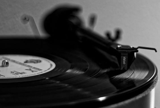 https://flic.kr/p/HchXfs | Gramophone. Stripes of sounds. | For MACRO MONDAYS.