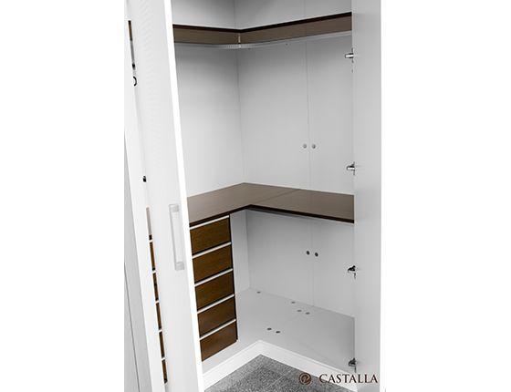 Armario esquinero convertimos cualquier inc moda esquina en un accesible armario donde - Armarios empotrados en esquina ...