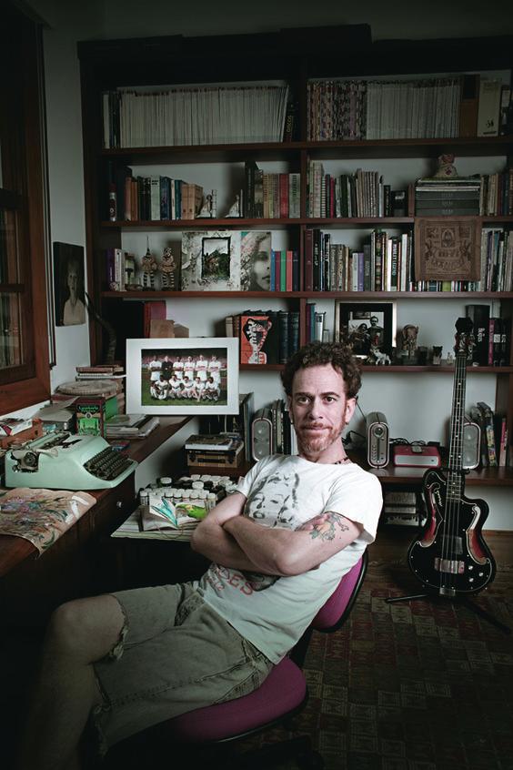 O cantor e compositor Nando Reis em sua casa, no Pacaembu (Foto: Camila Fontana/Época SP)
