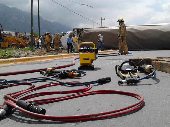 Protección Civil Santa Catarina, Nuevo León. Equipo de Rescate Genesis en Accidente Carretero. EMS México     Equipando a los Profesionales