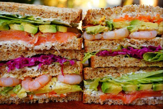 えびアボサーモンのサンドイッチ