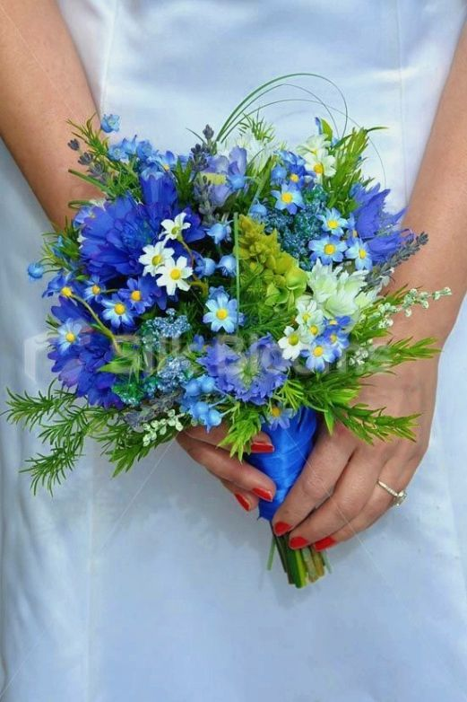 Simple Wedding Flowers Guide Help Make Your Floral Arrangements More Complex By Making Us Flower Bouquet Wedding Blue Wedding Flowers Simple Wedding Bouquets