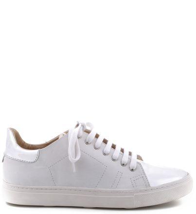 O tênis branco chegou para ficar. Com toques de estilo, estes são customizáveis e permitem a você um modelo exclusivo e cheio de bossa. Para deixar com a sua cara, grave suas iniciais na língua do tê: