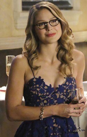 Beautiful Melissa Benoist In Glasses Looking Super Cute Melissa Supergirl Melissa Benoist Hot Melissa Benoit