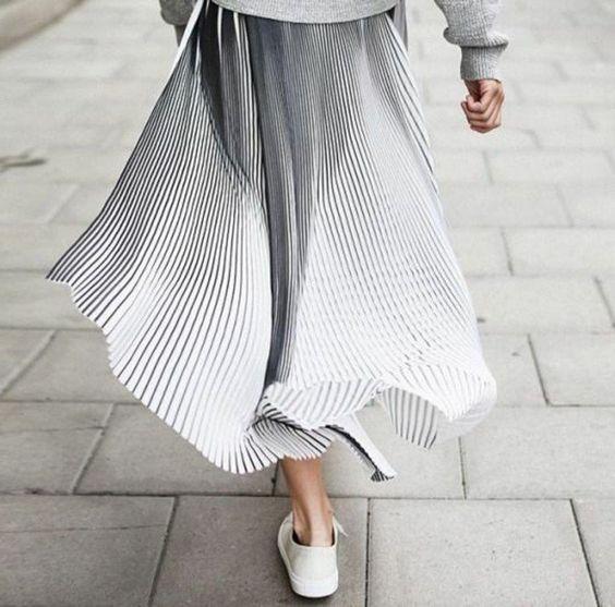 jupe plisse blanche femme moderne chic