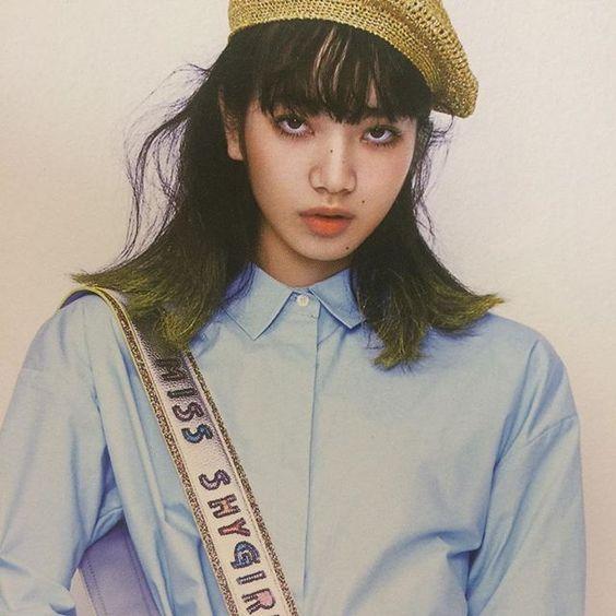 シンプルシャツとベレー帽