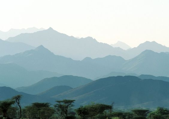 So grün sehen die Berge im Süden des Wüstenlandes Oman während der Regenzeit aus.
