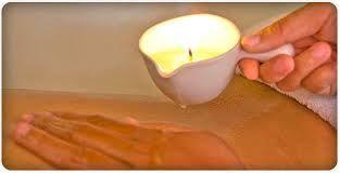 """""""MASSAGEM DAS VELAS QUENTES ou MELTED CANDE"""" Esta técnica Americana é uma exótica massagem, algo diferente completamente aromatizada com um fio quente que escorre sobre todo o corpo aquecendo as regiões, imagine, sinta, aprecie um prazer físico,uma redução de stress,nutrindo sua pele pelos compostos,além de relaxar,a pele fica cheirosa pronta para a noite.Seus benefícios são diversos, falamos em saúde, beleza,.autoestima,sentidos,toque,simplesmente fantástico.""""RELAXE e SAIA do STRESS"""""""