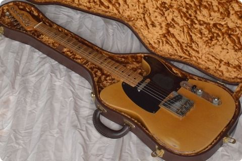 Original края на 1952 г., началото на 1953 Fender Telecaster, мерзавец, който е имал тяло репаратура само в карамел блондинка от Клайв Браун: