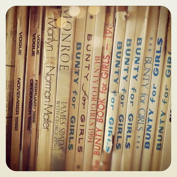 On the studio bookshelf #vintagevogue #marilyn #buntyforgirls #inspiration - @belleandbunty- #webstagram