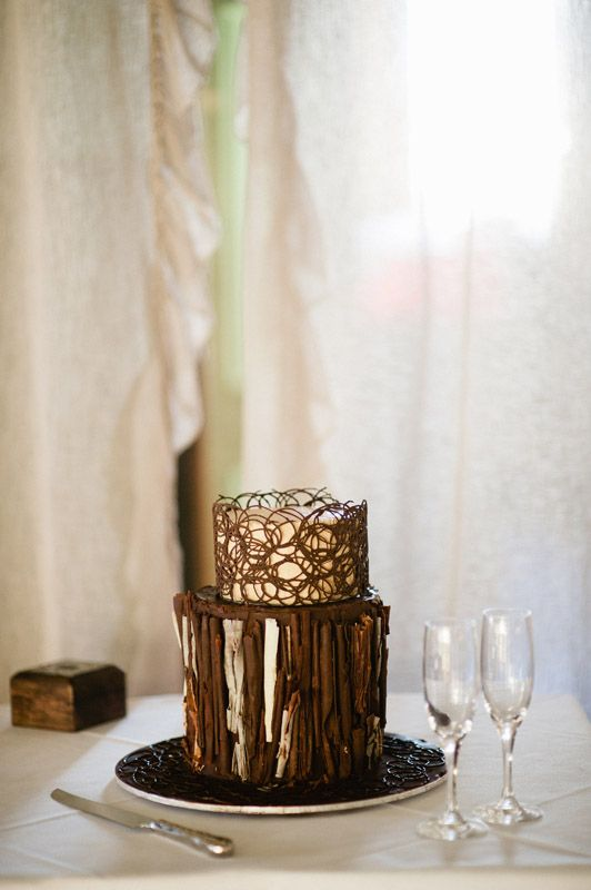 chocolate and gold wedding cake #fallwedding