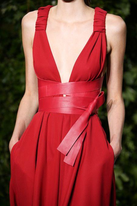 Valentino Fall 2014 Couture  #vestido #decote #alcas #cinto #faixa #vermelho