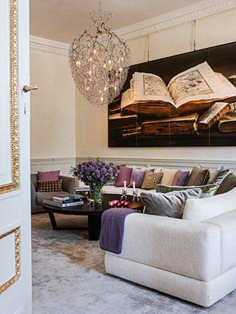 Das Wohnzimmer Ist In Zarten Farben Gehalten Kieselsteingrauer Teppich Cremefarbenes Ecksofa Kissen
