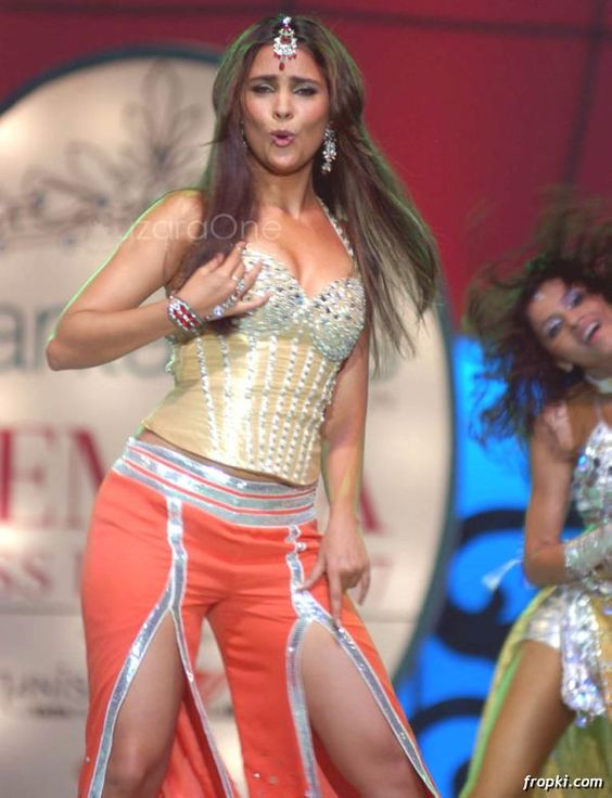 Lara dutta dancing