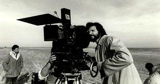 Quizás el autor más esquivo de la historia del cine español Victor Erice solo nos ha dejado tres obras en solitario. ¿Que habrá motivado que este sutil narrador no haya ampliado su filmografía?: