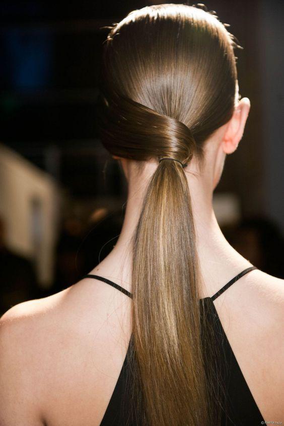 Sovremennaya Delovaya Pricheska Foto Luchshih Variantov Dlya Biznes Ledi Kurz Haar Frisuren Business Hairstyles Cute Ponytail Hairstyles Runway Hair