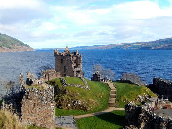 Scotland - Le château Urquhart au bord du lac du Loch Ness