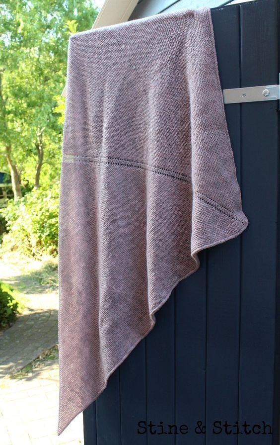 Stine & Stitch Mein neues rosa Dreiecktuch ♥ Anleitung auf meinem Blog und demnächst auch bei Ravelry.