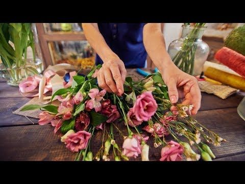 Flower Arrangements For Funeral Home Sending Flowers To A Funeral Service Or Sympathy Same Day Flower Delivery Flower Delivery Funeral Flower Arrangements
