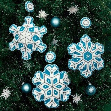 "4""X4"" Set Of 3 Flurries Ornaments Felt Applique Kit 72-08183"