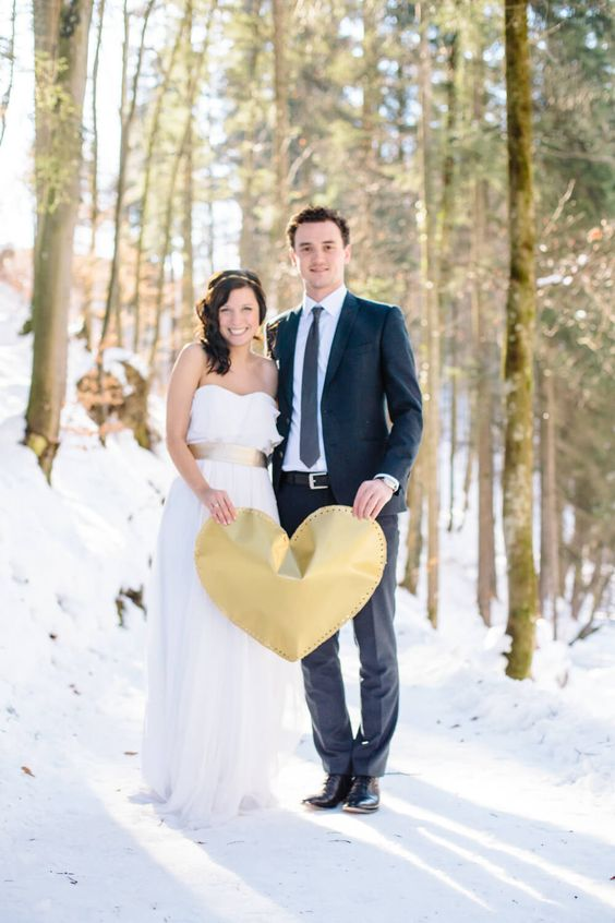 Winterhochzeit in Tirol von Carito Photography, www.carito-photography.de - DIY golden heart