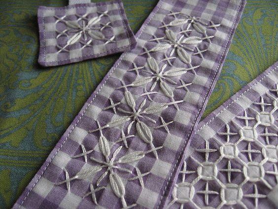 Para bordas de toalhas de cozinha, talvez...lindo.