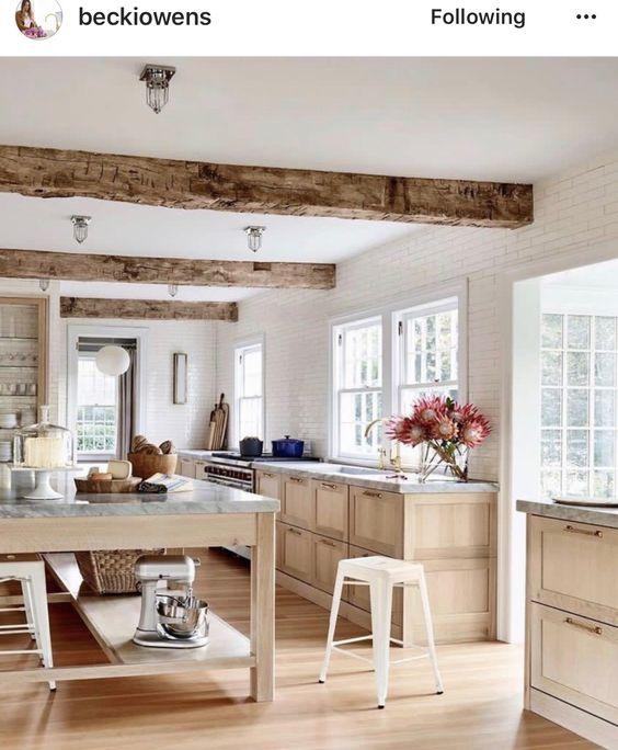 awesome top cuisine blanche et bois le mariage parfait pour une ambiance parfaite with mur cuisine aubergine with cuisine blanche mur aubergine with mur
