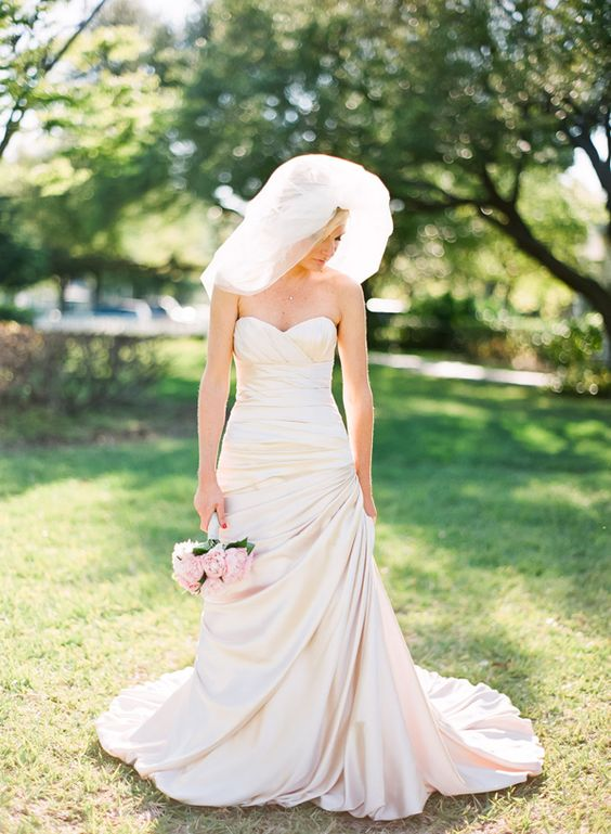 gorgeous bride + veil | Justin DeMutiis