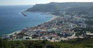 Los 7 pueblos con encanto cerca de Lisboa | Via El Viajero Fisgon | 11/02/2016  Muy cerquita de nosotros podemos encontrar una ciudad llena de vida y de sorpresas, Lisboa...Desde aquí os animamos a que la visitéis, y que no solo os quedéis en la capital, sino que exploréis sus alrededores. A menos de una hora en coche y en algunos casos en tren, os encontraréis con una serie de enclaves que servirán para redondear,y de qué forma, tu viaje a la capital portuguesa.  #Portugal