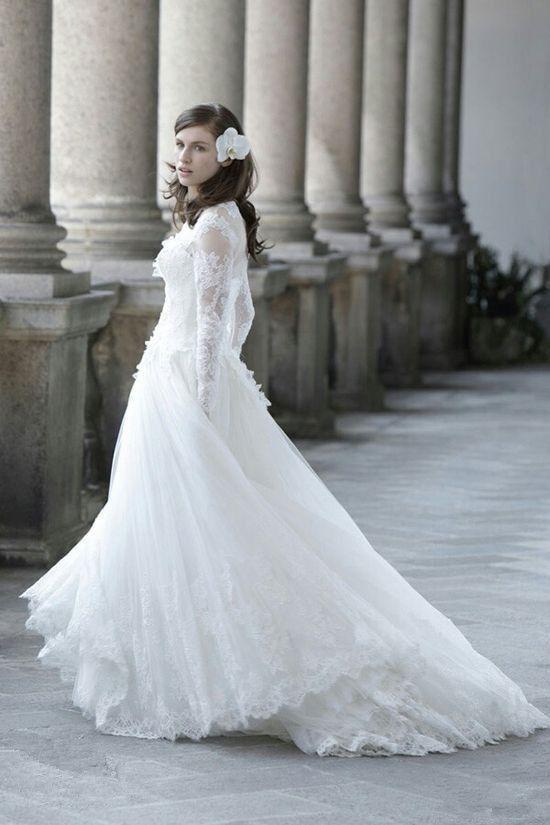 大人花嫁にぴったり♪ゴージャスレースのロングリーブドレス♡ 白のマタニティ用ウェディングドレス・花嫁衣装まとめ。